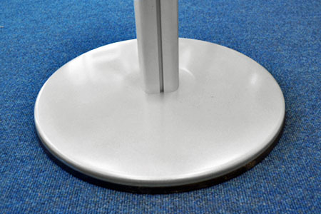 Large, 450mm diameter heavy steel base for added stability
